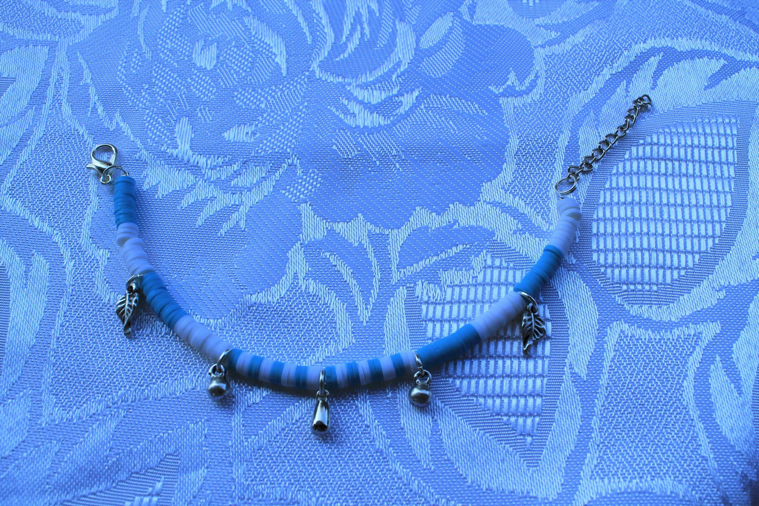 Bracciale in polimerica azzurra e bianca