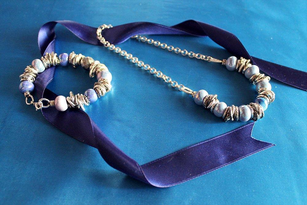 Collana e bracciale con raku azzurri