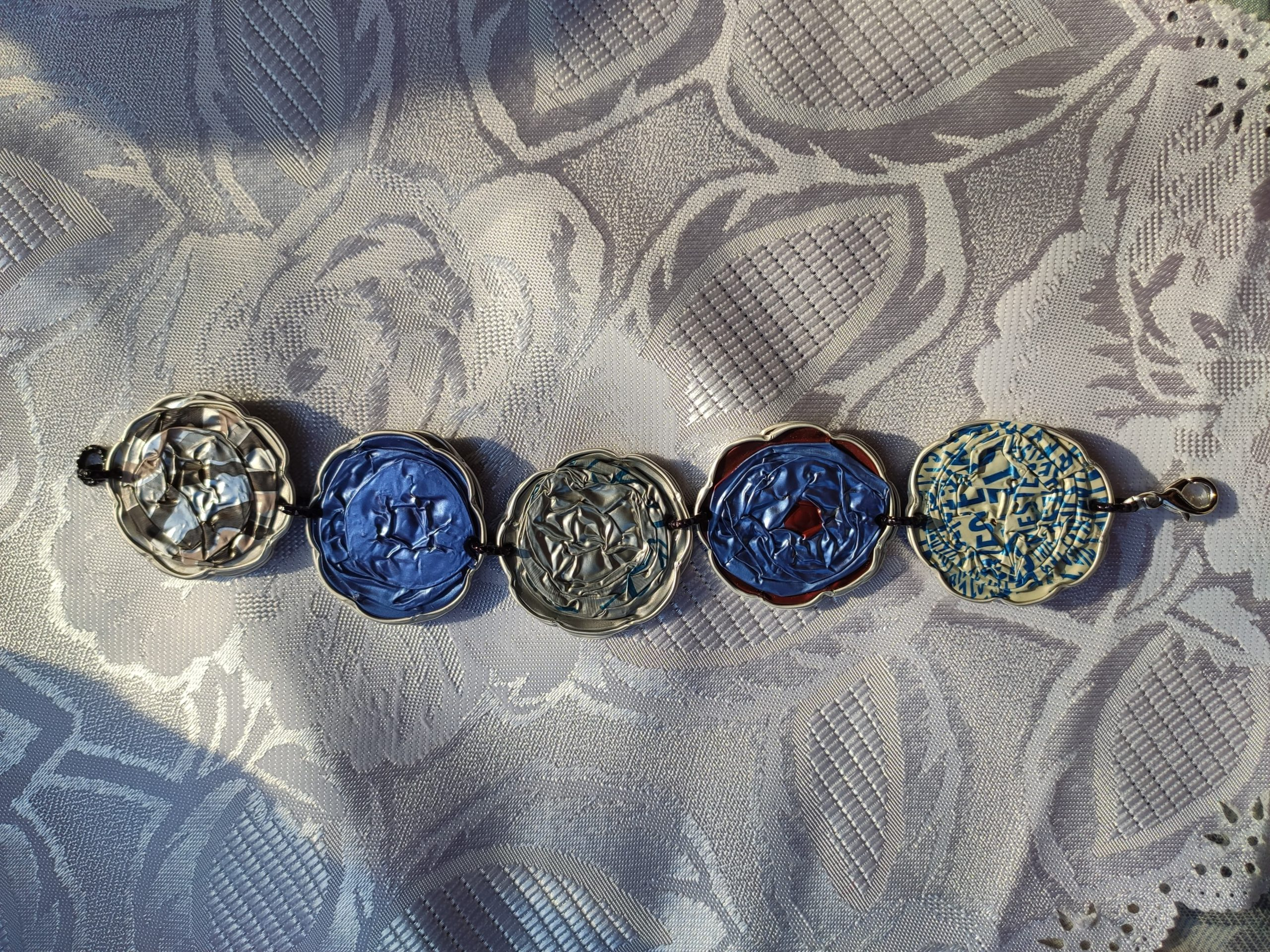 Bracciale con cialde azzurre
